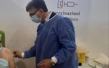 Covid: a Barletta sindaco-medico somministra vaccini