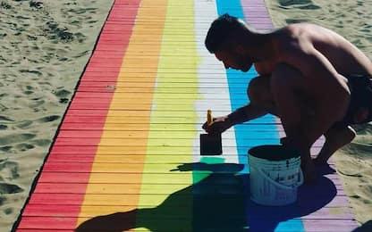 Niente Gay Pride, a Rimini spunta 'arcobaleno' in spiaggia