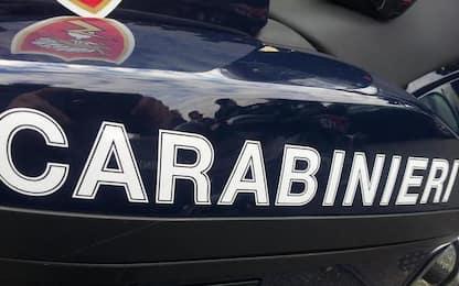 Perde controllo auto e travolge due carabinieri, feriti