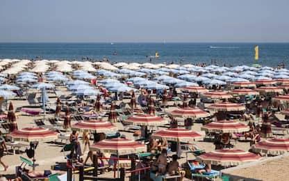 Festa in spiaggia, minorenne denunciato per violenza sessuale