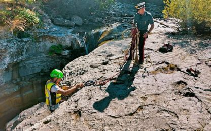 Via i bagnanti e le corde alle cascate della Grotta Urlante