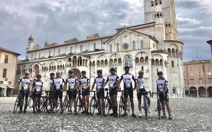 Linus e colleghi Radio DeeJay in bici da Milano a Riccione