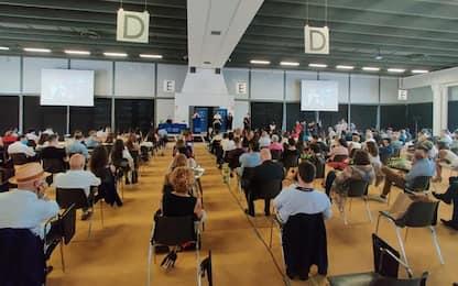 Laureati durante lockdown, cerimonia in fiera a Ferrara
