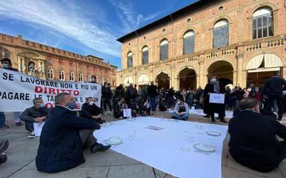 Dpcm: a Bologna ristoratori in Piazza, 'vogliamo lavorare'