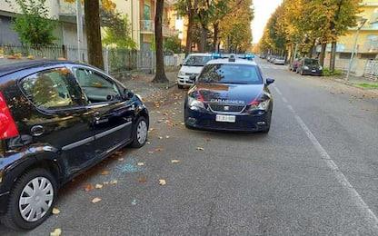 Auto vandalizzate e furti in vetture a Rimini, due arresti