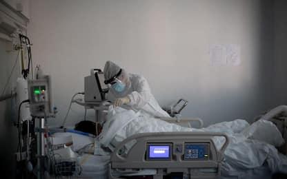Covid: in E-R 2.172 casi, calano ricoveri in intensiva