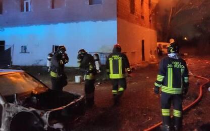 In fiamme casolare dismesso a Bologna, salvata persona
