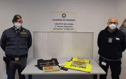Ha cento ovuli di droga nell'intestino, arrestato a Bologna