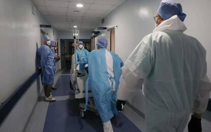 Covid: in E-R 1.525 nuovi casi, calano i ricoveri