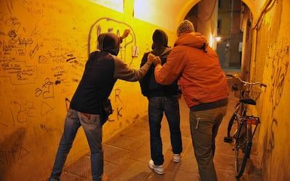 Quattro ragazzine aggrediscono 13enne a Riccione, denunciate