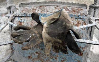 Incidenti lavoro: investito da una ruspa, muore nel Riminese