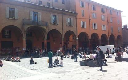 Covid: centinaia in strada nel cuore universitario Bologna