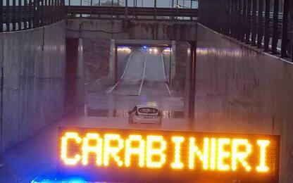 Maltempo: bloccata con l'auto nel sottopasso, soccorsa da Cc