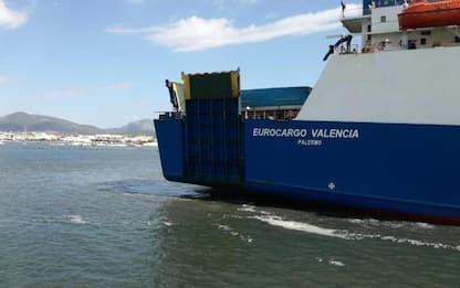 Nave-cargo incagliata a Olbia, completato disincaglio