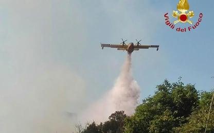 Incendi: Sardegna continua a bruciare, Canadair in azione