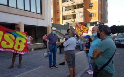 """Sanità: sit-in pensionati a Quartu, """"servizi col contagocce"""""""