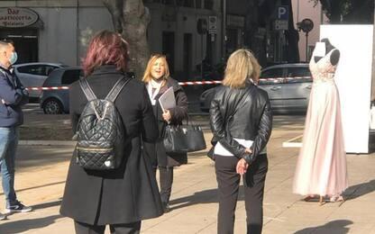 Abiti sposa in piazza, flash mob operatori wedding Caglari