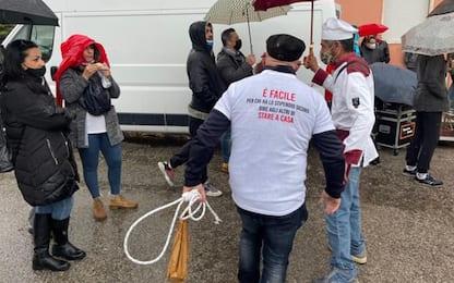 """Covid: in 500 in piazza a Cagliari """"subito le riaperture"""""""