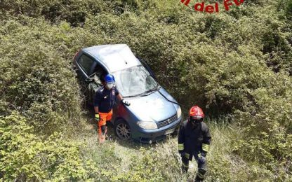 Auto in scarpata nel Sassarese, muore allevatore di 35 anni