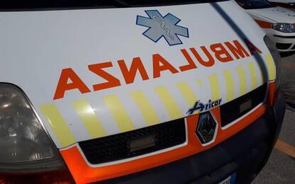 Cade da scooter e batte la testa, 59enne muore a Serramanna