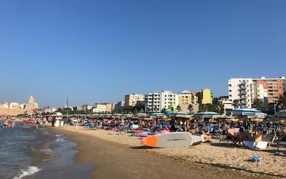 Spiaggia Termoli piena di villeggianti nel fine settimana