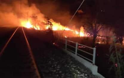 Incendio sui binari Pescara-Termoli, riattivato traffico