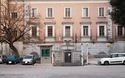 Carceri: Campobasso, detenuto stacca orecchio ad agente