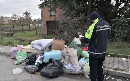 Non rispettano norme su conferimento rifiuti, sanzionati 50