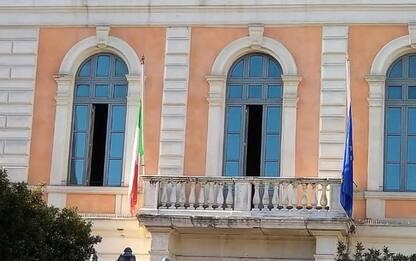 Covid, bandiera a mezz'asta a Campobasso per vittime pandemia