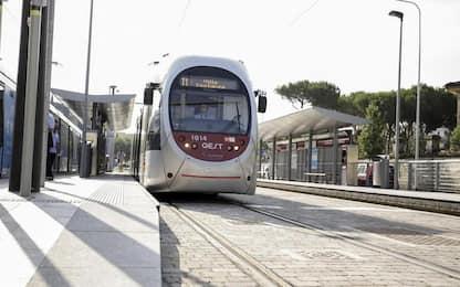 Giovane aggredita mentre sale su tram Firenze, via cellulare