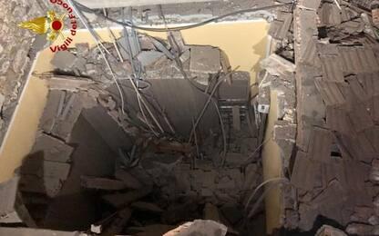 Crolla tetto a Piombino, tutti illesi
