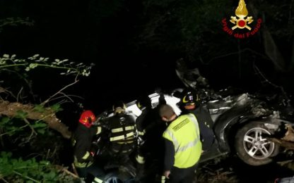 Incidenti stradali: auto in scarpata per 30 metri, un morto