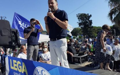 Salvini a Viareggio, contestazione da maestro Veronesi