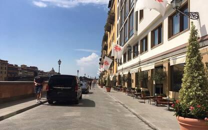 Firenze, lungarno Acciaiuoli pedonale e...parcheggio