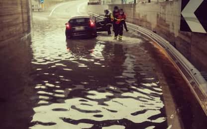 Maltempo:temporali Arezzo,vvf soccorrono donna in sottopasso
