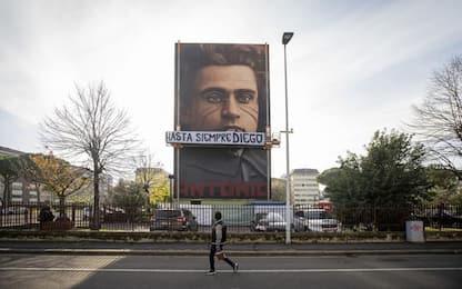 Maradona, omaggio artista Jorit con striscione a Firenze
