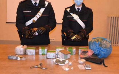 Blitz Cc in casa Firenze, trovati 8 kg droga e armi