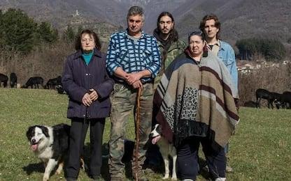 Famiglia di allevatori della Lunigiana posa per Dolce Gabbana