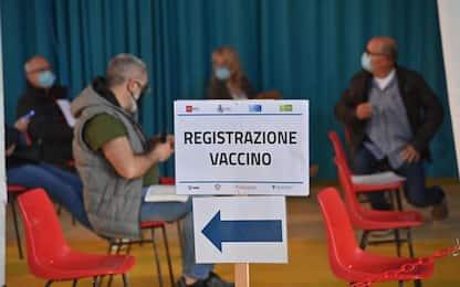 Vaccini: Toscana, ore 16 aprono prenotazioni nati 1968-1969