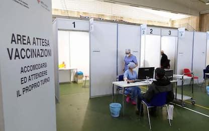 Vaccini: Toscana; dalle ore 17 prenotazioni per nati 1972-73