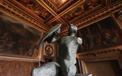 Guerriero con scudo di Moore esposto a Palazzo Vecchio a Firenze