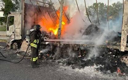 Camion in fiamme, A1 chiusa in sud tra Chiusi e Fabro