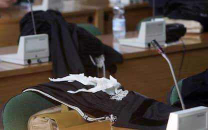 Accuse di violenza a figlie,assolto dopo 10 anni 7 processi