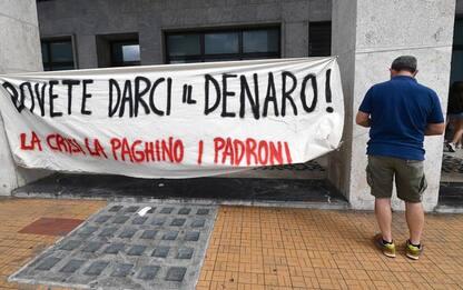 Protesta sotto sede Inps a Genova per diritti e lavoro