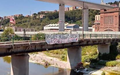 Ponte Genova: striscione sotto viadotto, 'strage è di Stato'
