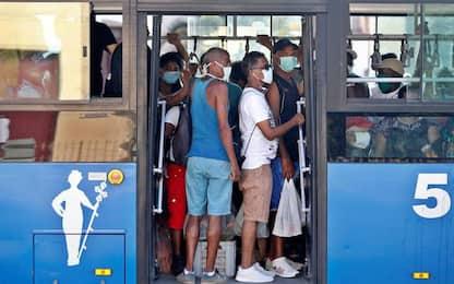 Covid: nessun limite su bus e treni, ma obbligo mascherina