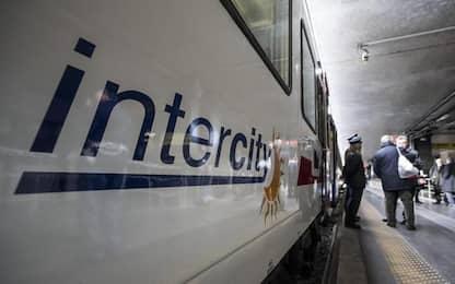 Pietre contro Intercity ad Alassio, vetro rotto ma no feriti