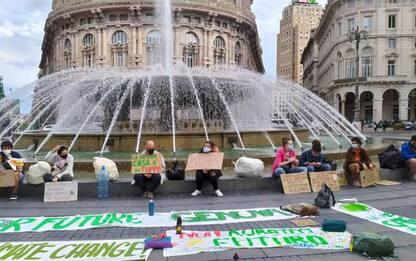 Friday for Futur, flash mob a Genova per difendere il mare