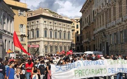 Scuola: corteo studenti Genova, università non è ripartita