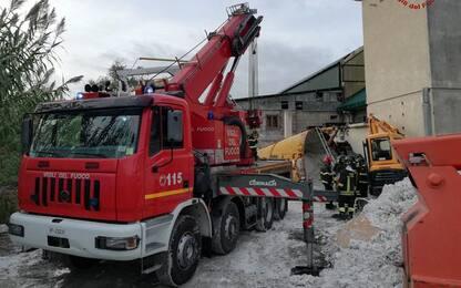 Operaio 36enne muore travolto da silos in segheria di marmo